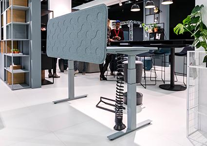 Regulowane biurko dla pracownika