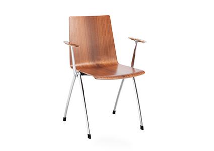 Drewniane krzesło konferencyjne z podłokietnikiem