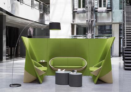 Siedziska akustyczne w lobby