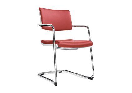 Krzesła konferencyjne z metalowymi nogami