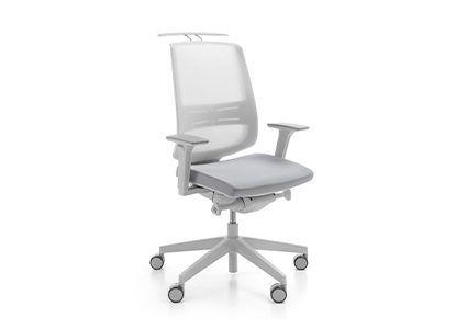 Białe krzesło pracownicze