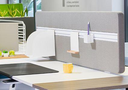Panele biurkowe oddzielające stanowiska