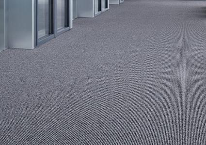 Wykładziny dywanowe z rolki w biurze