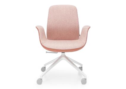 Różowe krzesło konferencyjne